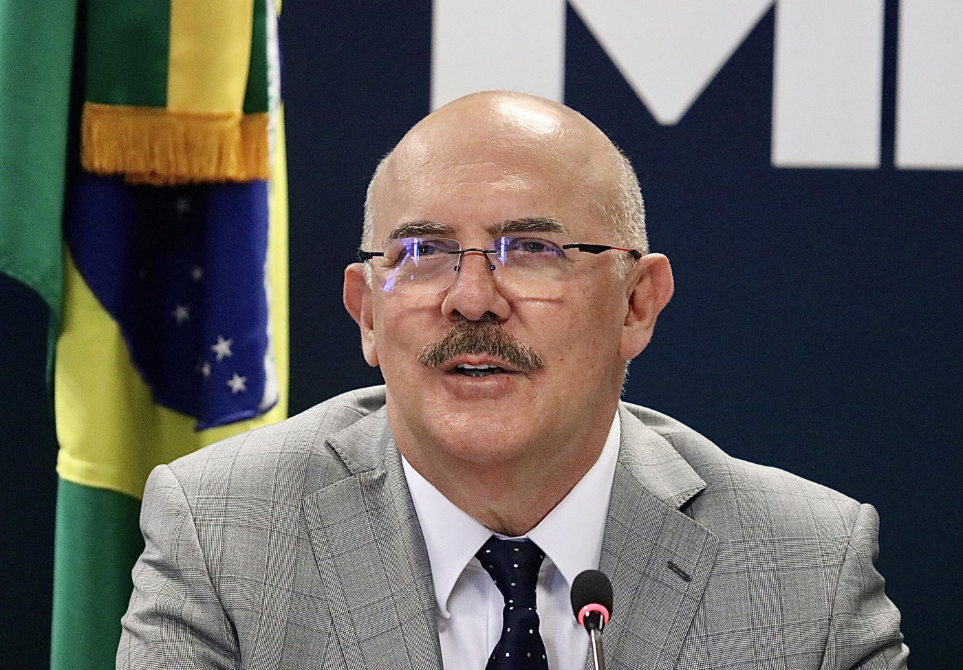 Milton Ribeiro durante coletiva de imprensa