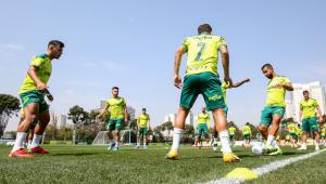 Jorge treinando com o restante do elenco do Palmeiras