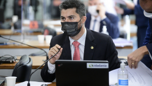Em pronunciamento, à bancada, senador Marcos Rogério