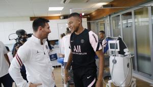 No primeiro treino como jogador do PSG, Messi se encontrou com Mbappé