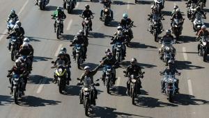 O presidente da República, Jair Bolsonaro, participa da motociata com apoiadores na Esplanada dos Ministérios