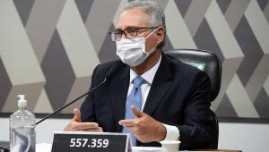 renan calheiros de máscara na bancada da CPI da Covid-19