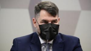 Advogado de máscara preta fala em comissão