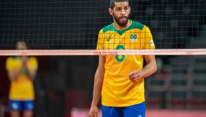 Wallace na quadra durante jogo da seleção brasileira masculina de vôlei em Tóquio 2020