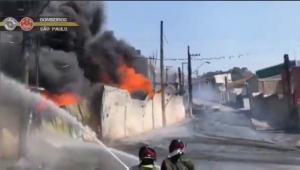 Indústria de reciclagem pegou fogo em Barueri
