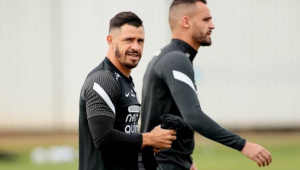 Giuliano e Renato Augusto durante treinamento no Corinthians