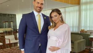 eduardo bolsonaro com esposa
