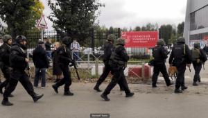 Policiais entram em universidade após tiroteio