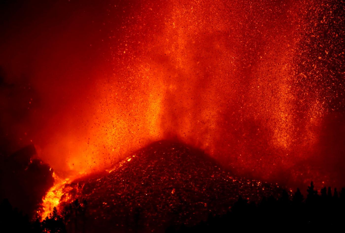 Nesta segunda-feira, lava avançava com velocidade de 700m/s