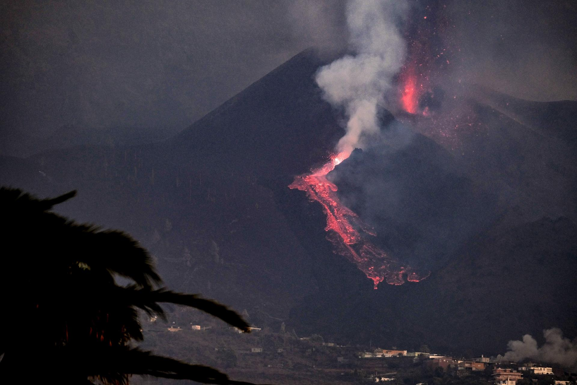 lava de vulcão na espanha