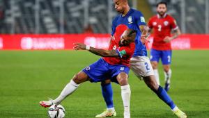Arturo Vidal durante derrota do Chile para o Brasil nas Eliminatórias
