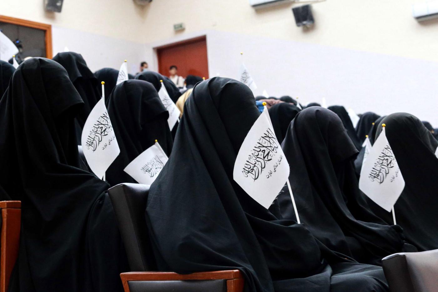 Mulheres talibãs poderão estudar