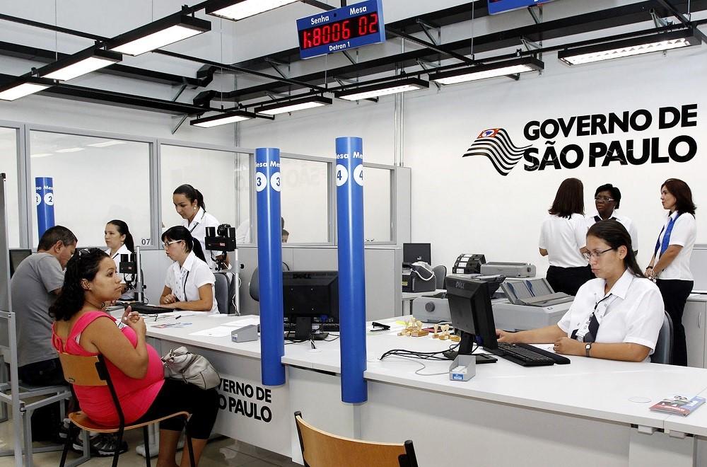 Em agência do Poupatempo, três cabines de atendimento funcionam