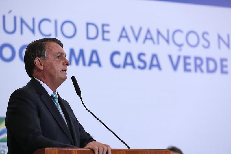 Jair Bolsonaro discursa em evento