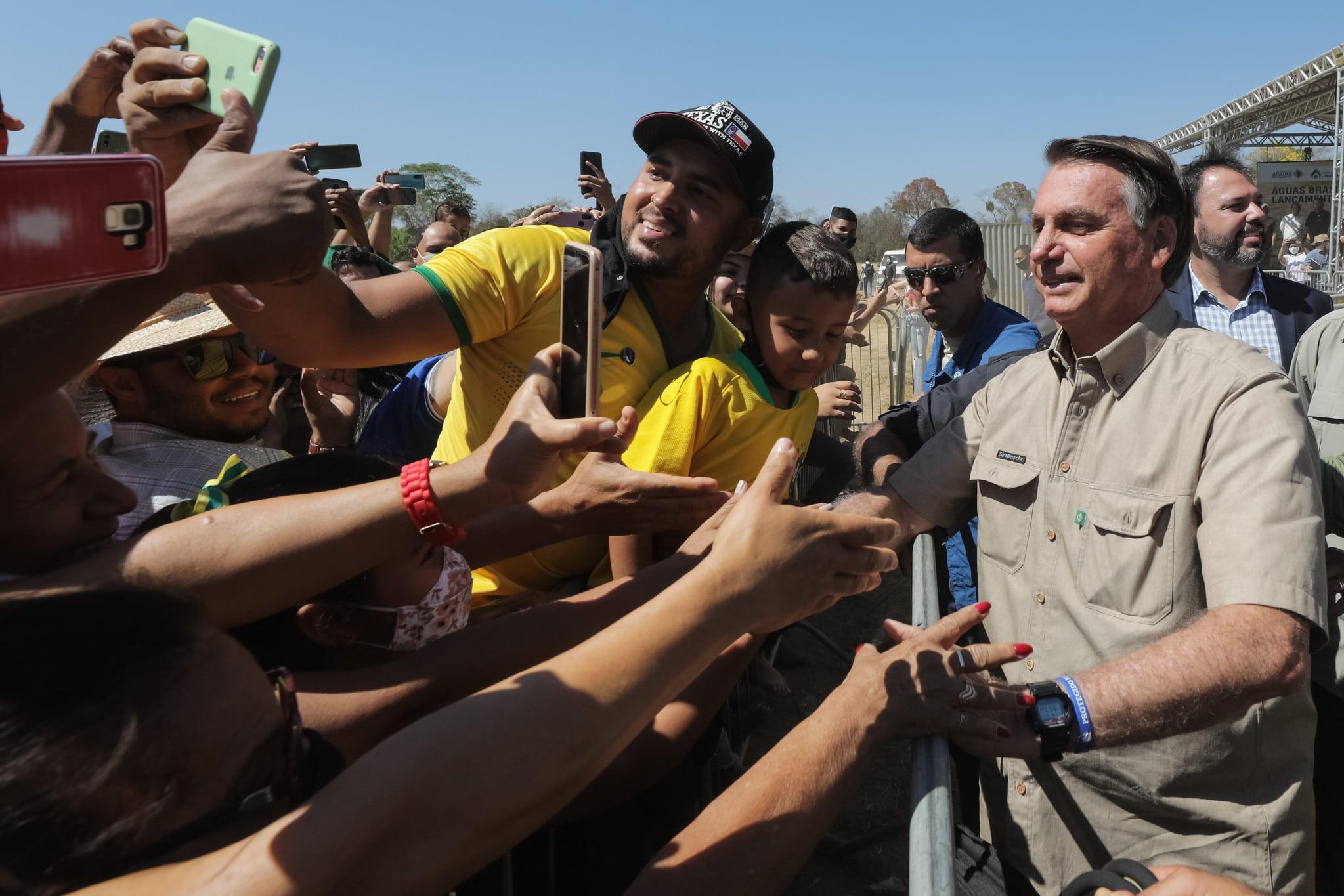 bolsonaro falando com apoiadores