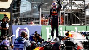 Verstappen comemorando a pole no treino do GP da Holanda