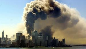 Queda do World Trade Center levantou torres de fumaça no horizonte de Manhattan
