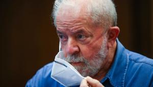 Ex-presidente Lula discursa em ato