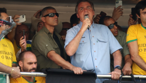 A apoiadores, Bolsonaro rebate críticas sobre carta à nação: 'O cara não lê a nota e reclama'