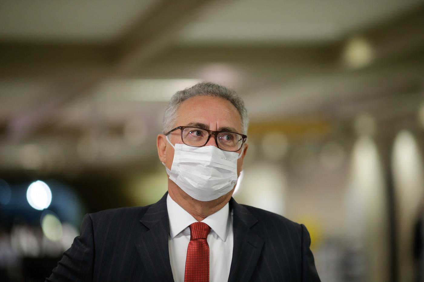 Renan Calheiros concede entrevista após sessão da CPI da Covid-19