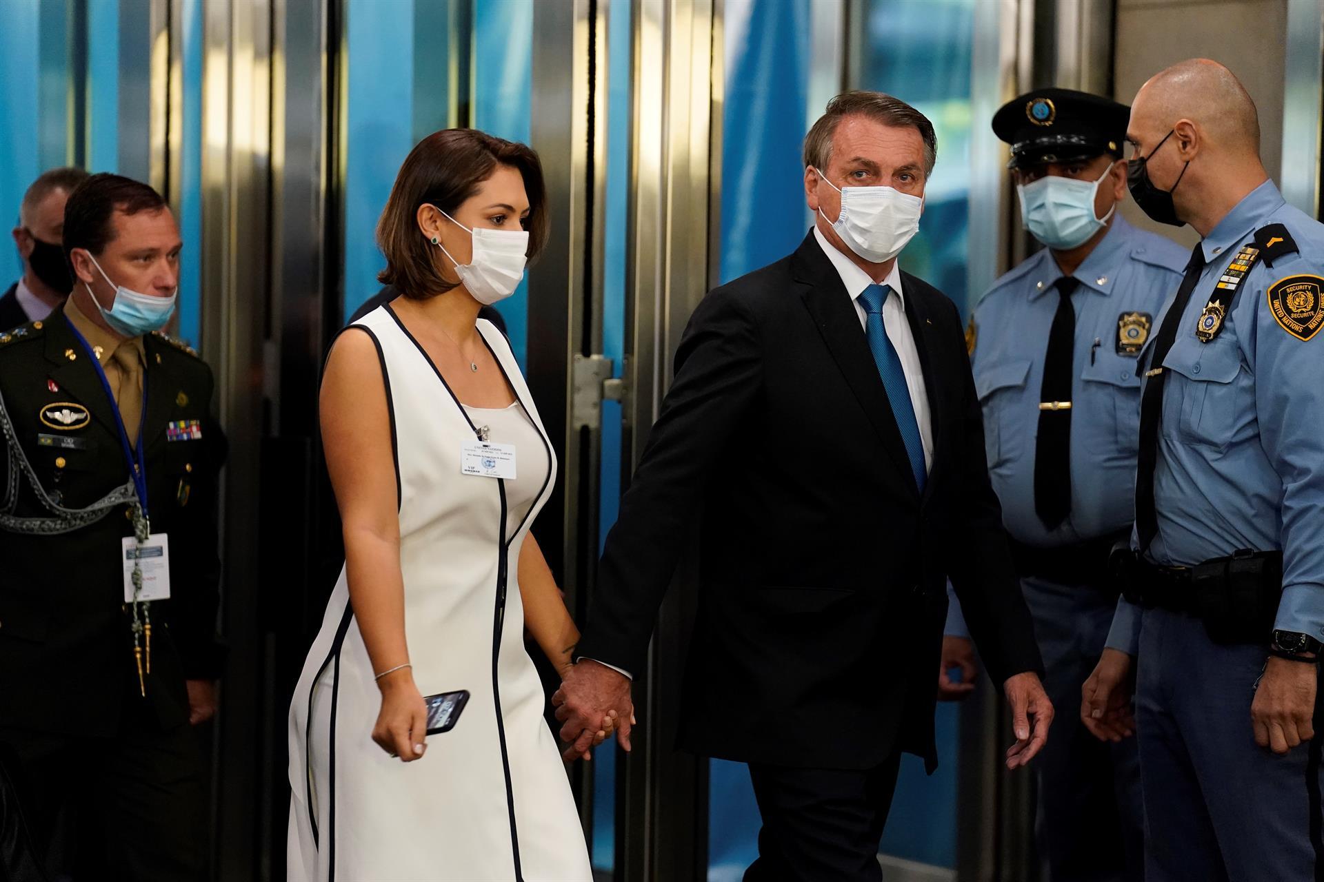 Jair e Michelle Bolsonaro chegando na Assembleia Geral da ONU