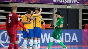 A seleção brasileira de futsal avançou às oitavas da Copa do Mundo com uma goleada sobre a República Tcheca