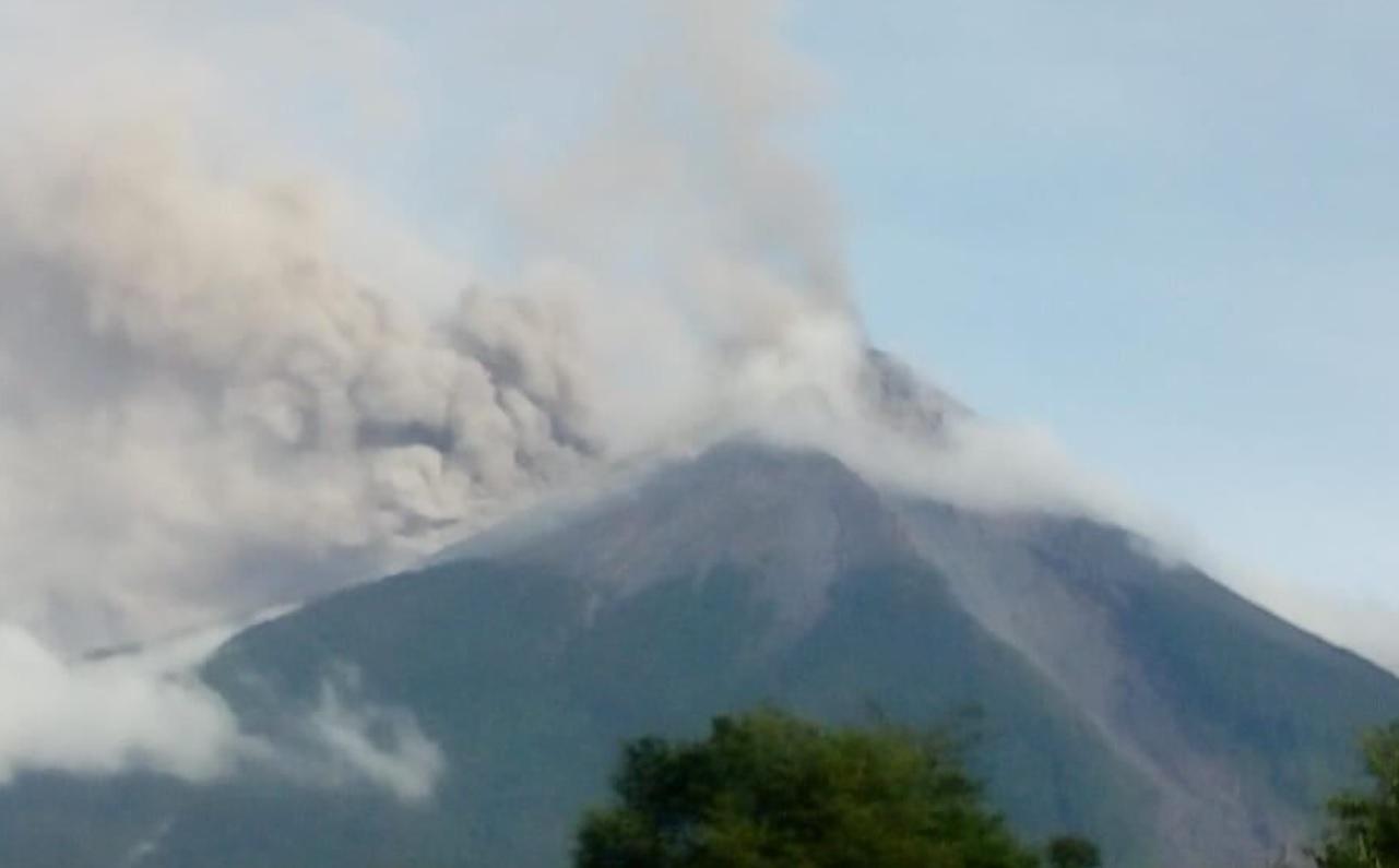 vulcão de fogo em erupção na Guatemala