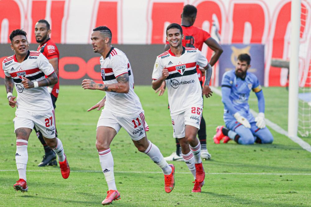 Luciano marcou na partida entre São Paulo e Atlético-GO
