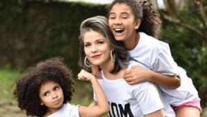 Samara Felippo com as filhas, Alícia e Lara