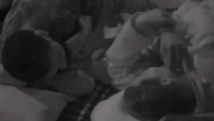 Dayane Mello tirando a mão de Nego do Borel do rosto dela