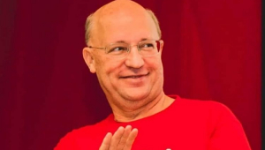 Carlos Neder sorrindo