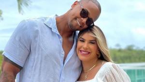 Léo Santana e Lorena Improta anunciam nascimento da filha: 'Linda, é a cara do pai'