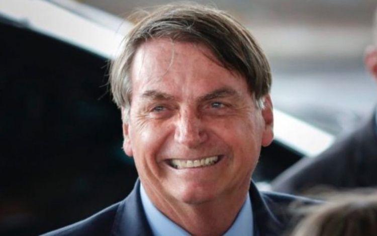Bolsonaro sorrindo