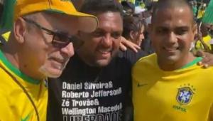 Homens sem máscara em ato no Rio de Janeiro