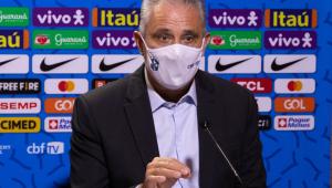 Tite durante coletiva de imprensa anunciando a convocação de jogadores para as eliminatórios da Copa do Mundo