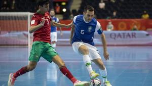 Seleção brasileira vence Marrocos por 1 a 0 e se classifica às semifinais do Mundial de futsal