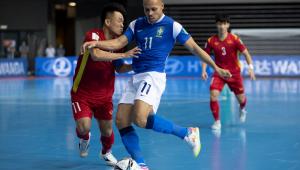 Ferrão marcou quatro vezes na vitória do Brasil sobre o Vietnã na estreia da Copa do Mundo de Futsal