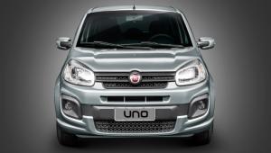 Fiat Uno cinza de frente em um fundo cinza