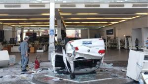 Queda de automóvel em concessionária no centro de São Paulo deixa três feridos