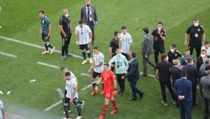 Jogadores da Argentina deixam campo