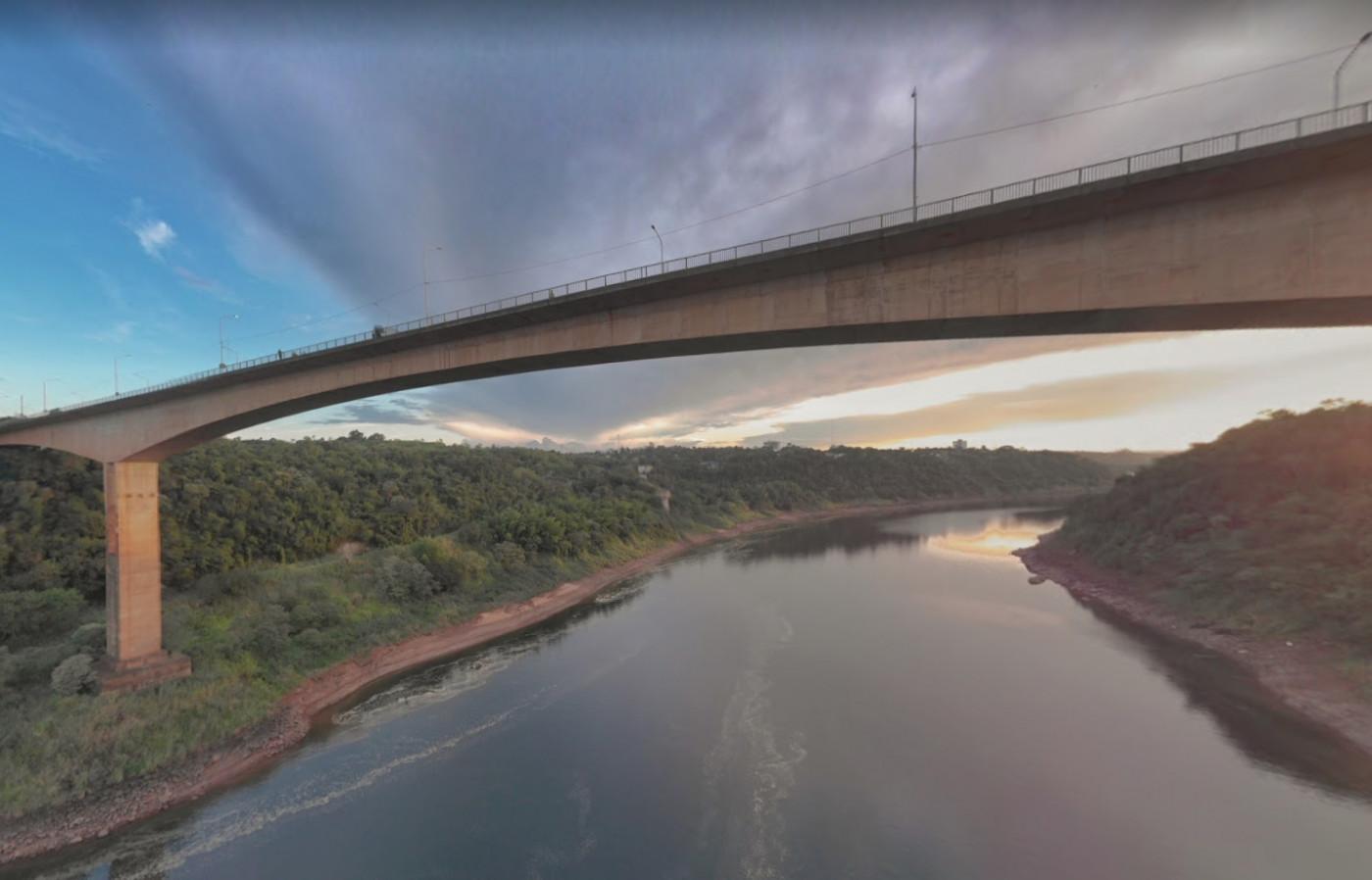 ponte que faz fronteira do brasil com a argentina