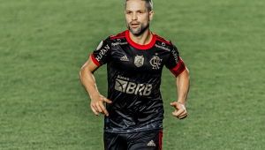 Diego durante partida entre Flamengo e Santos na Vila Belmiro