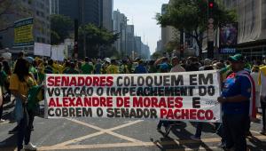 Faixa na Avenida Paulista pede para senadores votarem o impeachment de Alexandre de Moraes