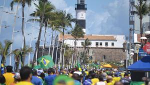 Milhares de pessoas foram às ruas de Salvador para se manifestar a favor de Bolsonaro e contra o STF