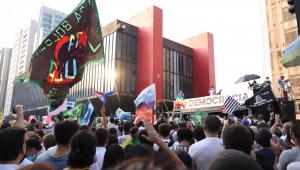 Manifestantes protestam contra Bolsonaro em São Paulo