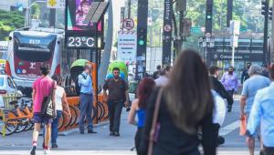 Com medo da Covid-19, paulistanos trocam o transporte público por trajeto a pé