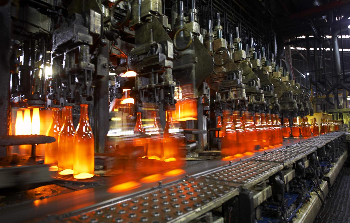 Linha de produção de garrafas de vidro