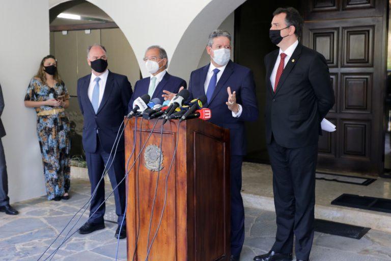 Senador Fernando Bezerra, ministro da Economia, Paulo Guedes, presidente da Câmara, Arthur Lira e presidente do Senado, Rodrigo Pacheco, falam com a imprensa