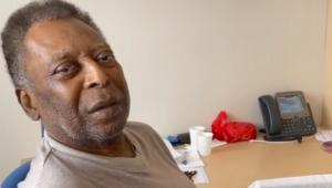 Em recuperação após cirurgia, Pelé canta hino do Santos no hospital; veja vídeo