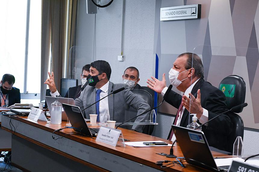 Mesa da CPI durante sessão